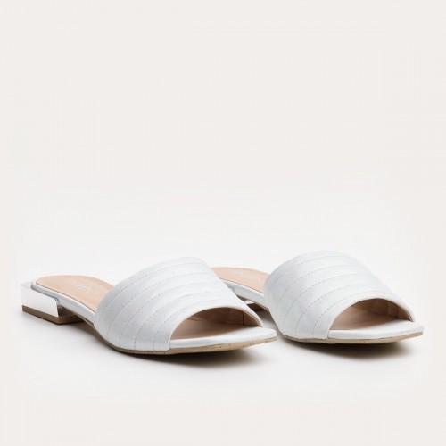 Białe mieniące klapki