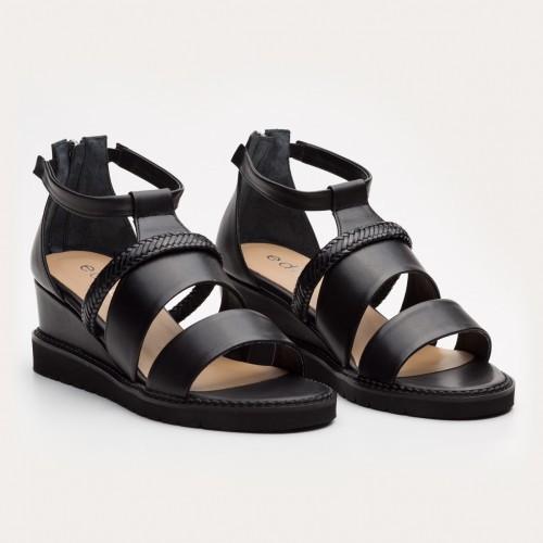 Czarne sandały koturnie z zamkiem