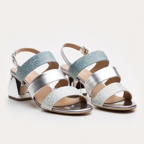 Srebrne sandały na klocku we wzory