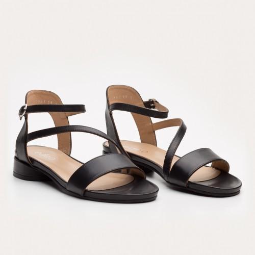 Czarne sandały na obcasie