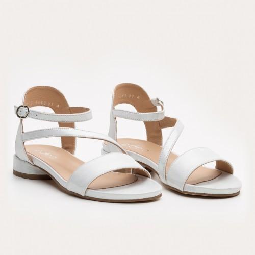 Srebrne sandały na obcasie