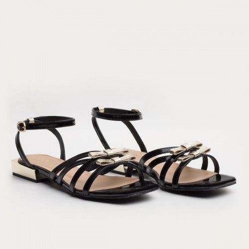 Czarne lakierowane sandały