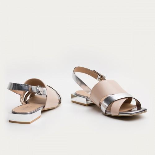 Beżowo srebrne sandały ze sprzączką