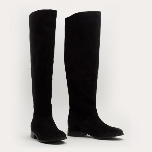 Czarne zamszowe kozaki za kolano