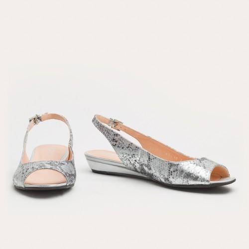 Srebrne sandały na klinie