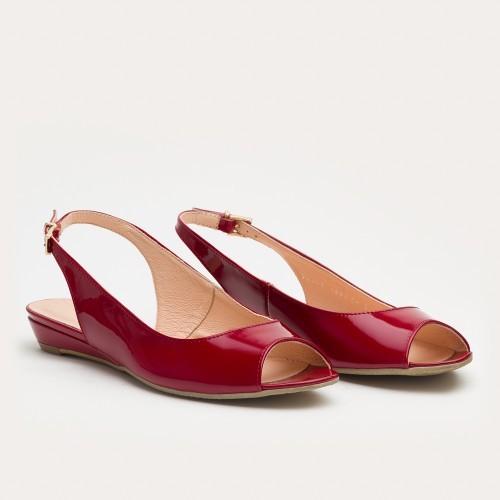 Czerwone sandały na klinie