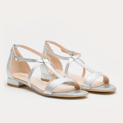 Srebrny sandał z piętką