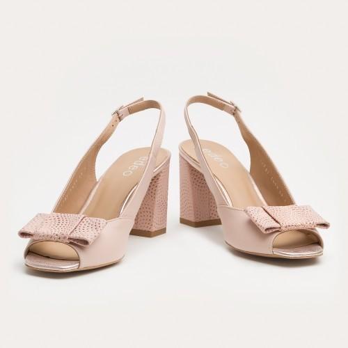 Pudrowo różowe sandały bez pięty