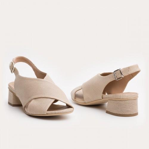 Beżowe sandały na niskim obcasie