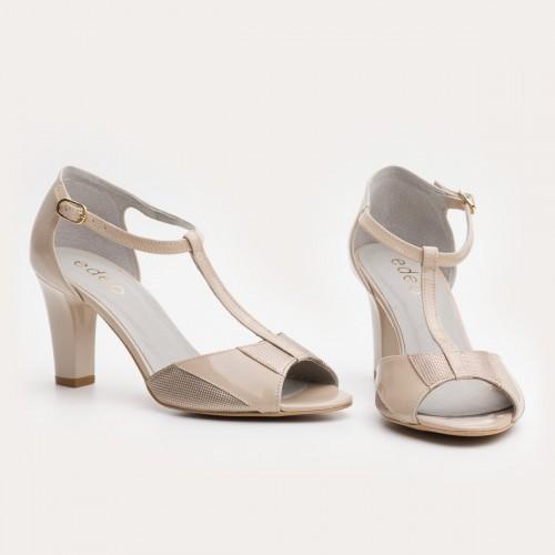 Beżowe lakierowane sandały na słupku