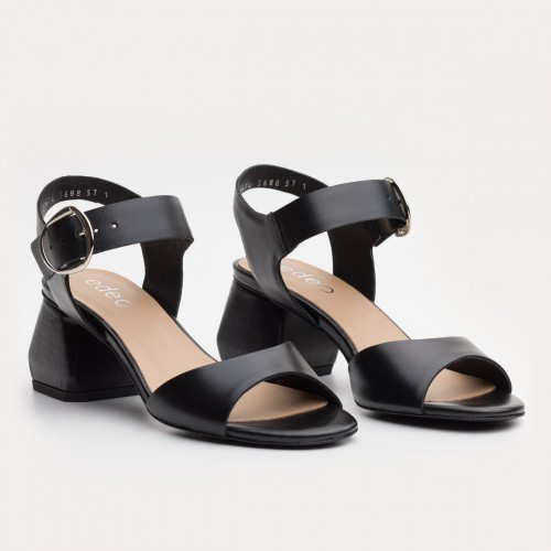 Czarne licowe sandały na klocku