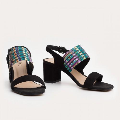Czarne sandały z printem