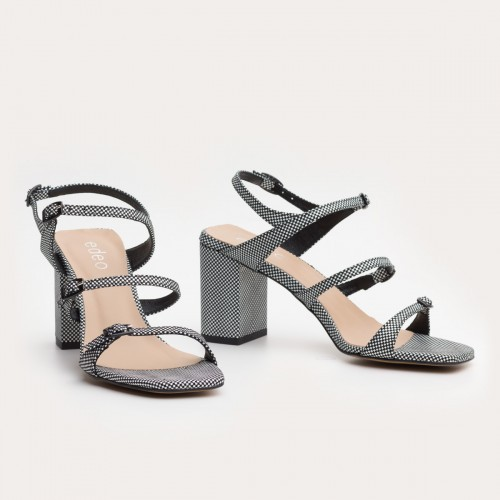Biało-czarne sandały na obcasie