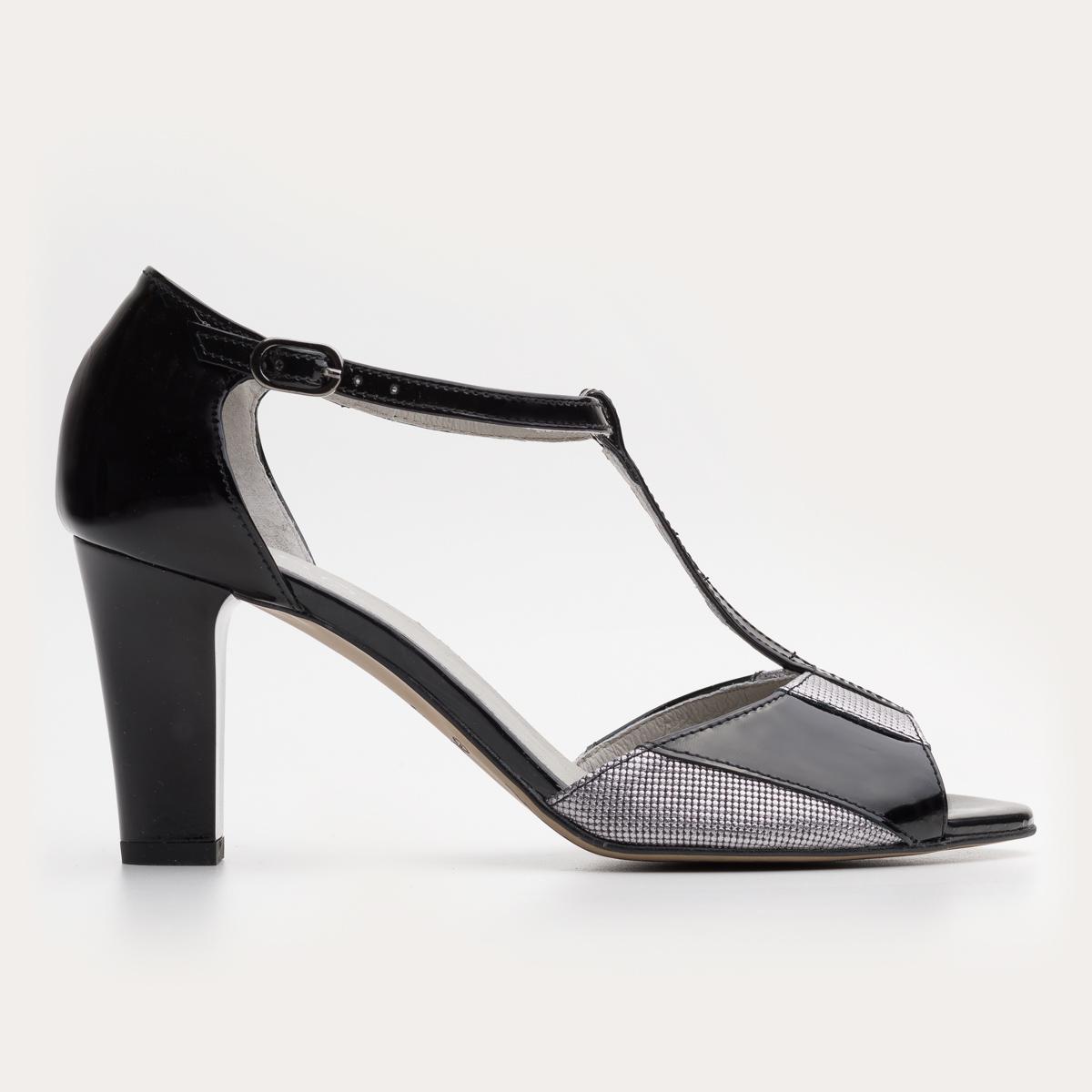 Czarne lakierowane sandały na słupku