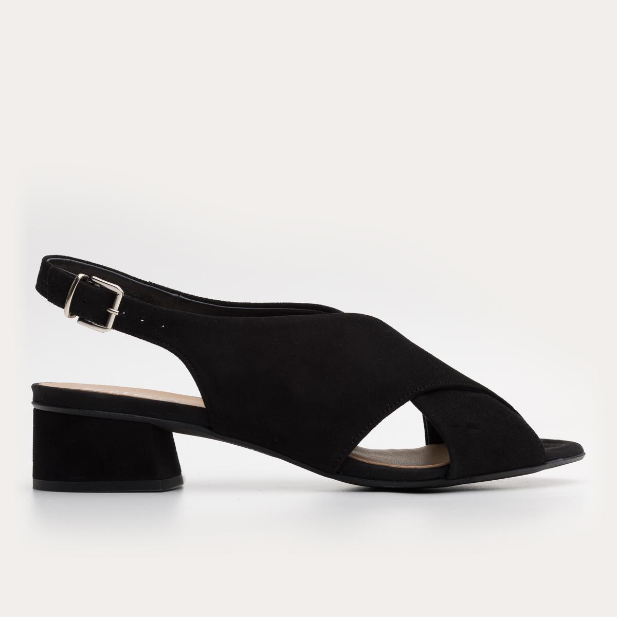 Czarne zamszowe sandały