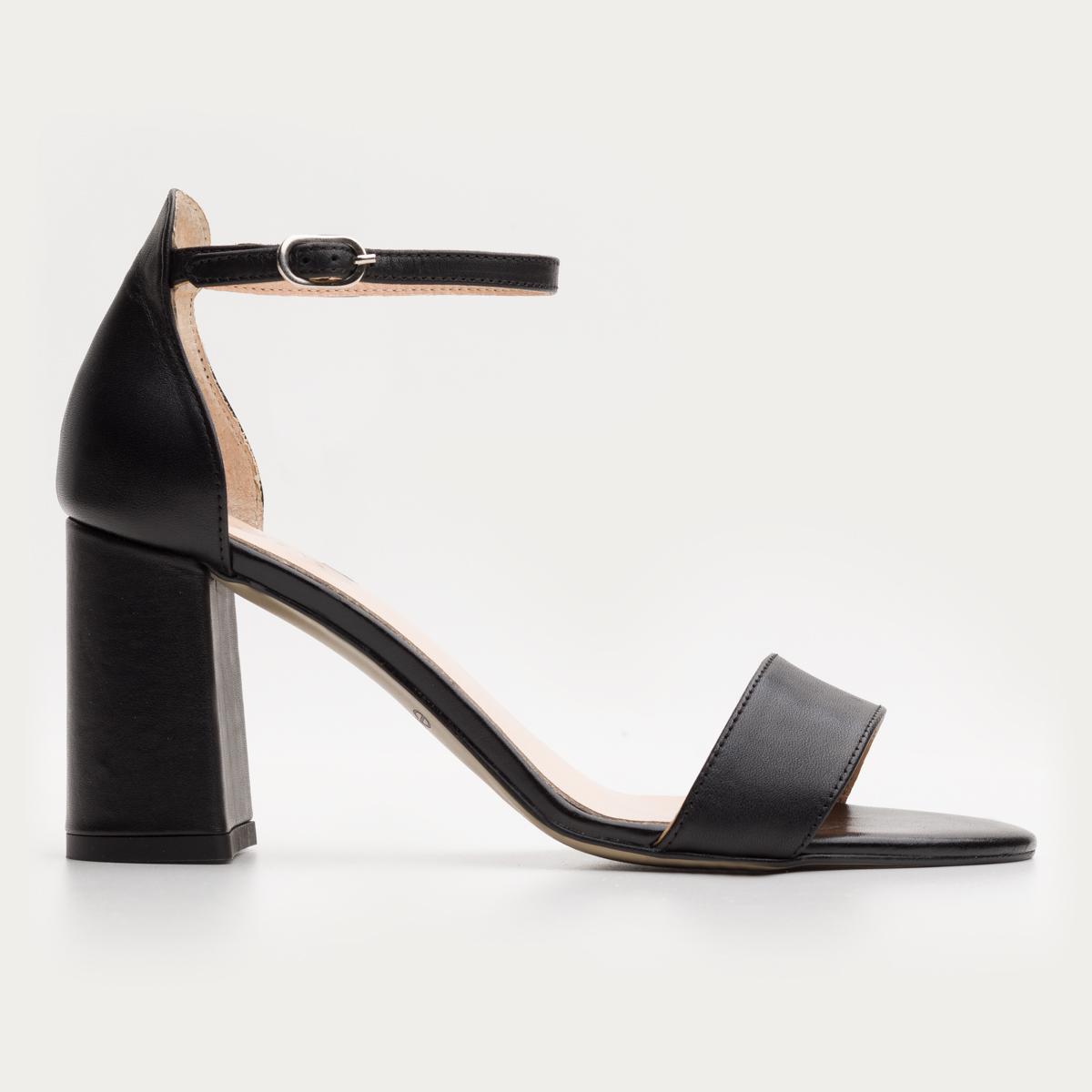 Czarne sandały na klocku