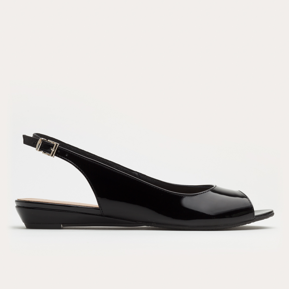 Czarne lakierowane sandały na klinie