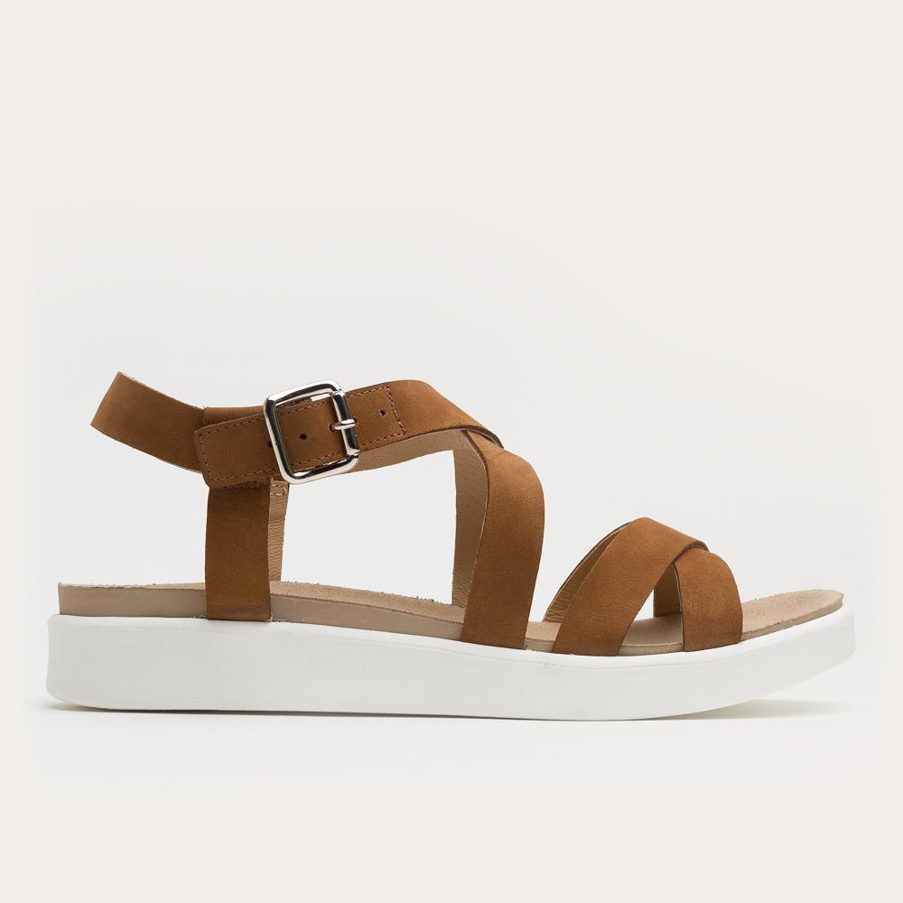 Rude sandały na białym spodzie
