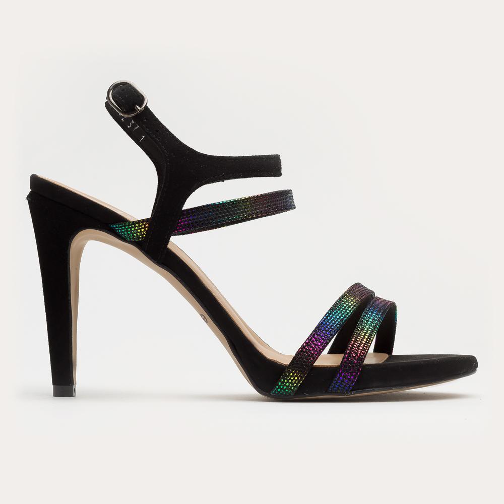 Czarny sandał na szpilce