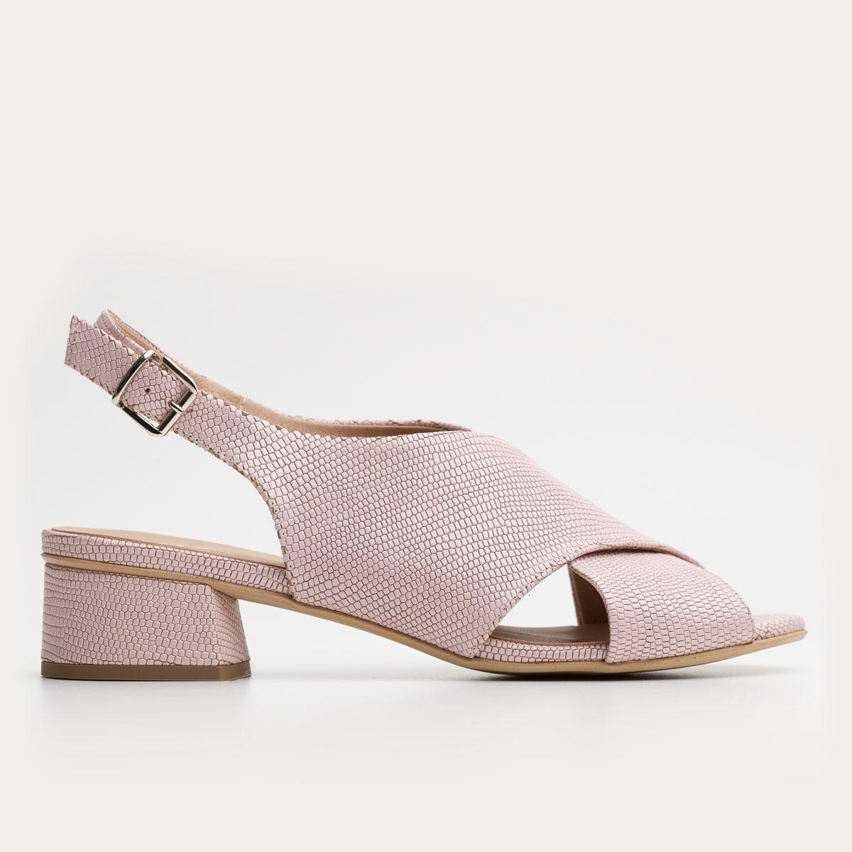 Pudrowo różowe sandały na obcasie