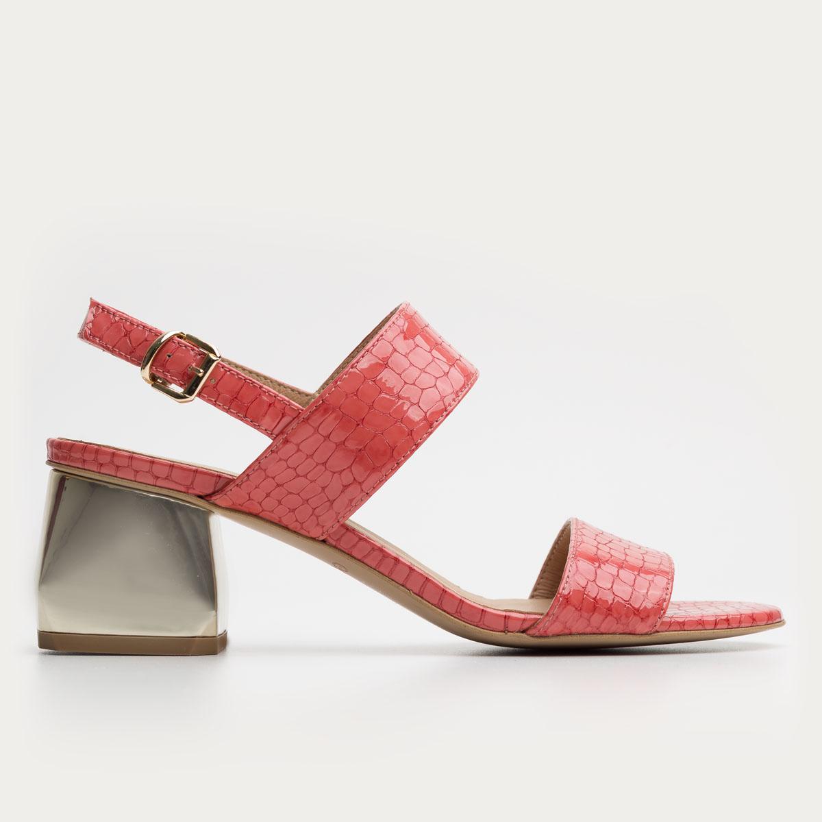 Malinowy sandał na klocku