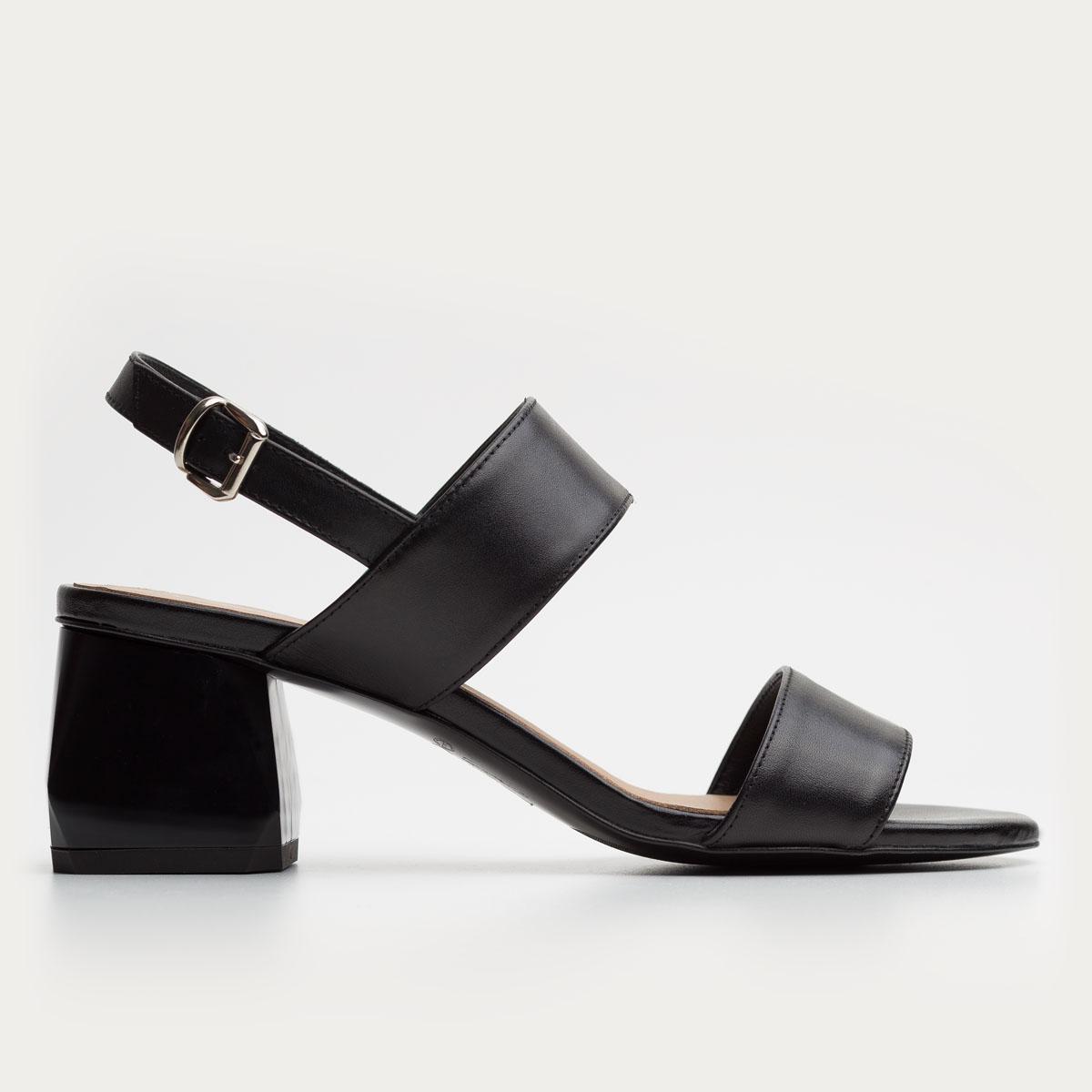 Czarny sandał na klocku