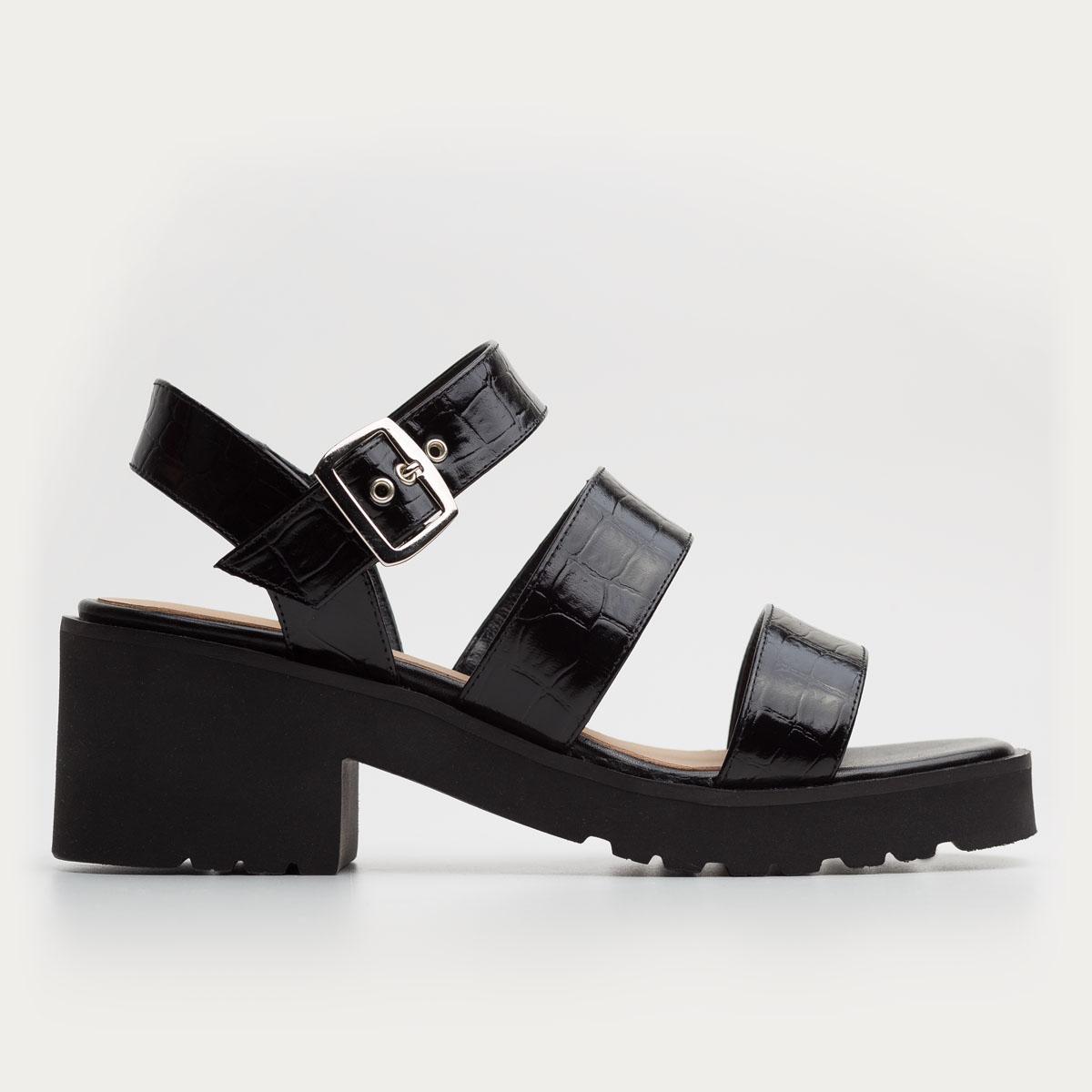 Czarne sandały na grubym spodzie