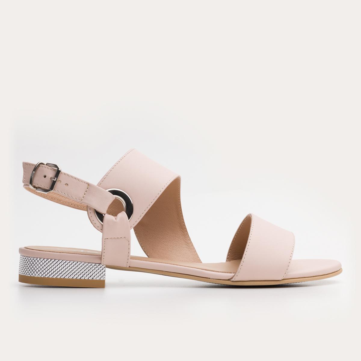 Pudrowo różowe sandały