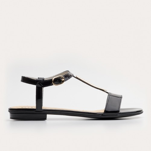 Czarny lakierowany sandałek