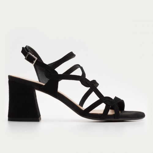 Czarny sandał na obcasie
