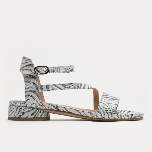 Biało - czarne sandały na obcasie