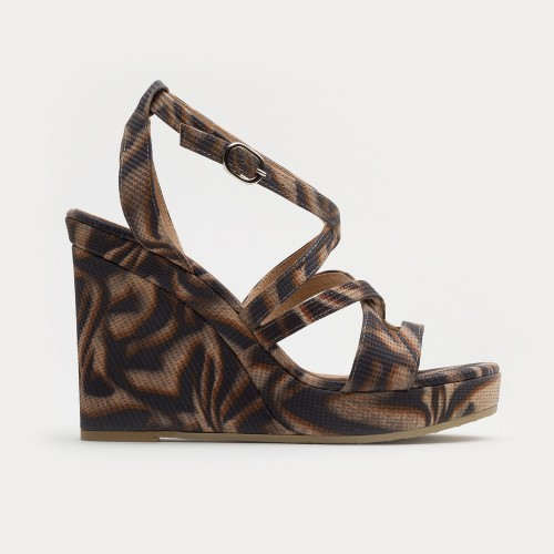 Brązowe sandały na wysokiej koturnie