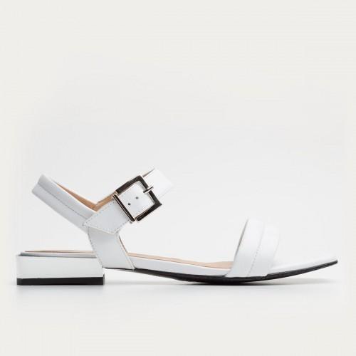 Białe sandały na srebrnym obcasie