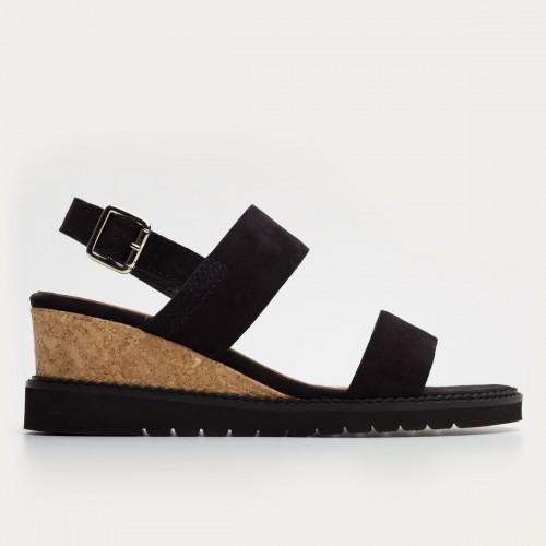 Czarne nubukowe sandały na koturnie