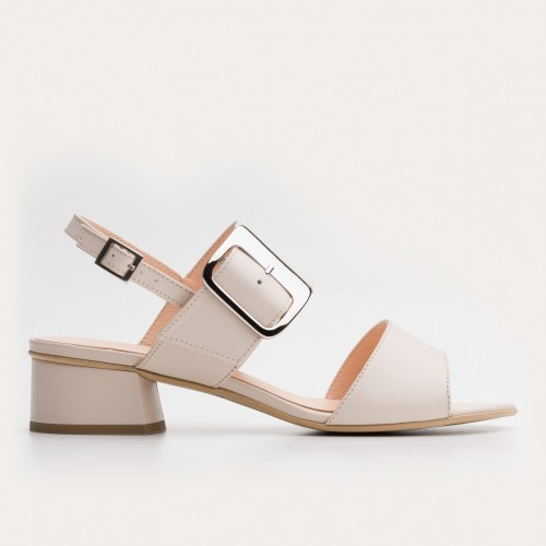 Beżowe sandały z klamerką